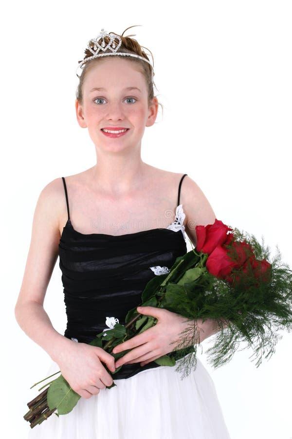 Beau de l'adolescence dans la robe formelle noire photo stock