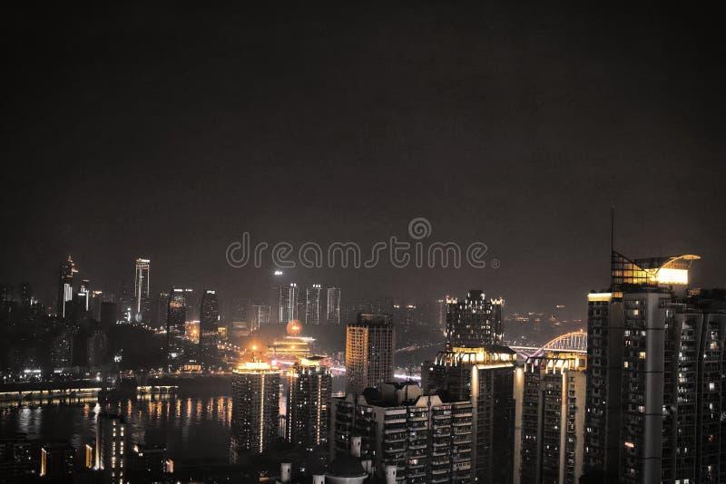 Beau et coloré nightscape de Chongqing Golden photographie stock