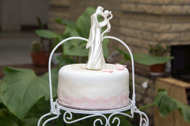 Beau et délicieux gâteau de mariage traditionnel photographie stock libre de droits