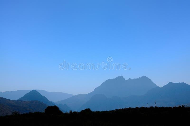 Beau et lumineux matin dans les montagnes de Kazakhstan photos libres de droits