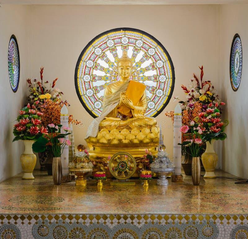 Beau et paisible Bouddha chez Wat Pha Sorn Kaew dans Phetchabun, Thaïlande photographie stock libre de droits