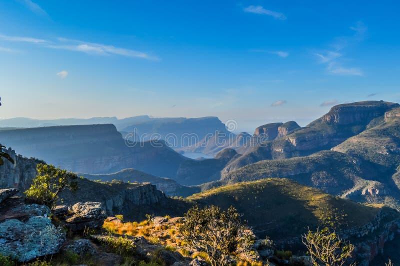 Beau et panoramique canyon et trois Rondawels i de rivière de Blyde image libre de droits