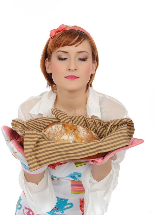 Beau femme à cuire avec du pain italien images libres de droits