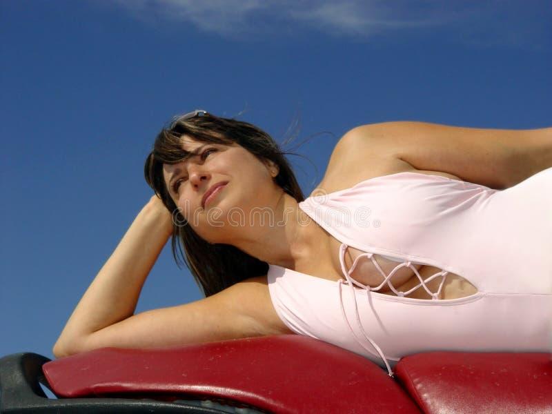 Download Beau femme photo stock. Image du mensonge, vélo, appréciez - 61834