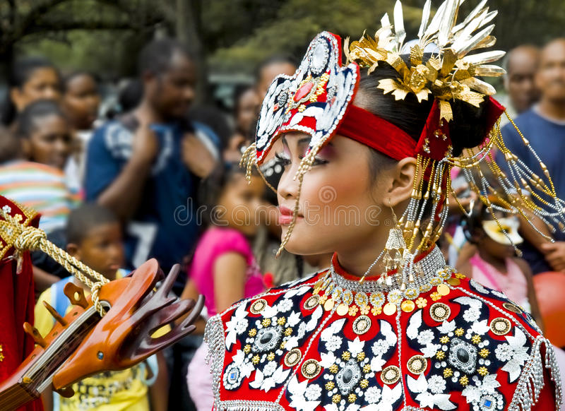 Beau femme asiatique dans la robe nationale photos libres de droits