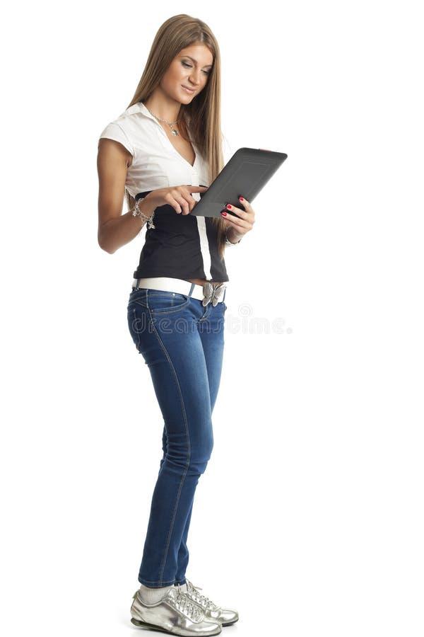 Beau femme avec l'ordinateur de tablette images libres de droits