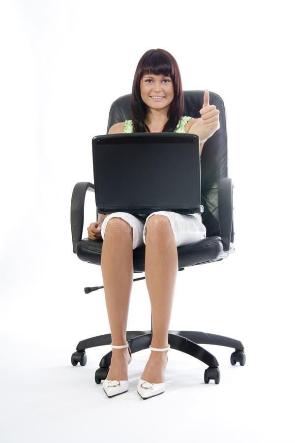 Beau femme avec l'ordinateur portatif. photos libres de droits