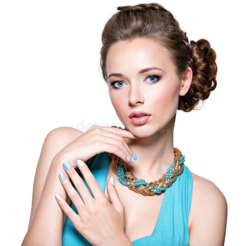 Beau femme avec le bijou photo stock