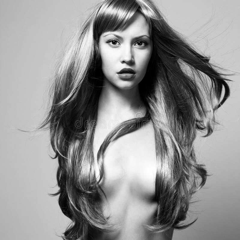 Beau femme avec le cheveu magnifique photographie stock libre de droits