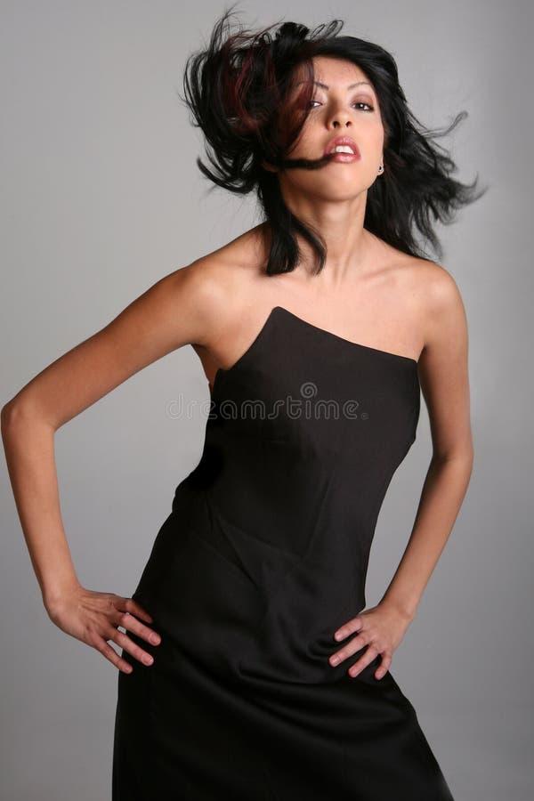 Beau femme avec le soufflement de cheveu images stock