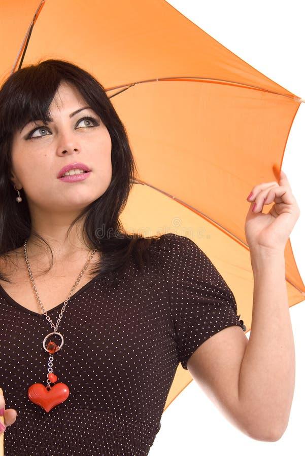 Beau femme avec un parapluie orange image stock