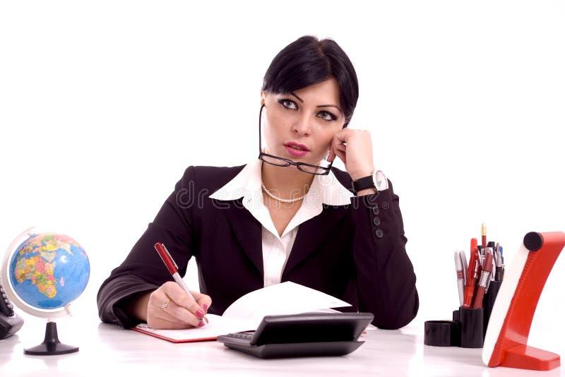 Beau femme d'affaires à son bureau image stock