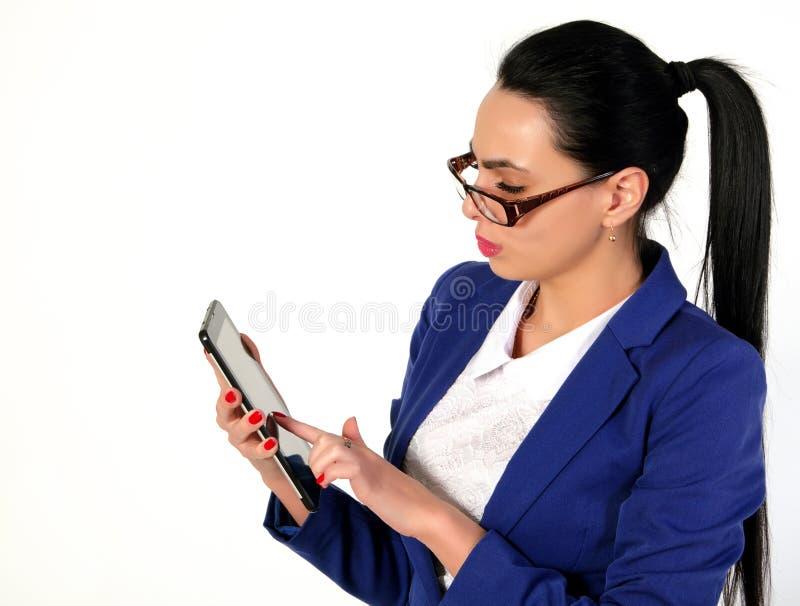 Beau, femme d'affaires avec le comprimé photo libre de droits