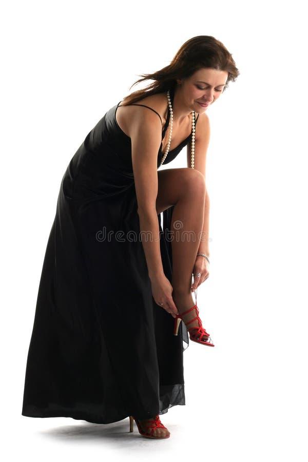 Beau femme dans la robe noire image stock