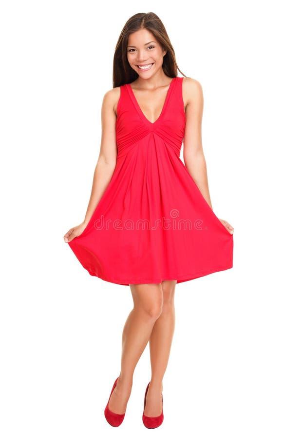 Beau femme dans la robe rouge d'été image libre de droits