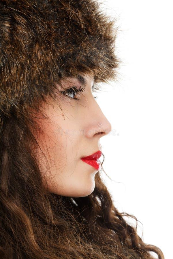 Beau femme dans le chapeau de fourrure image stock