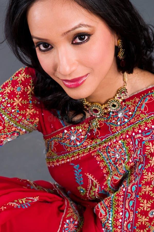 Beau femme dans un sari photographie stock libre de droits