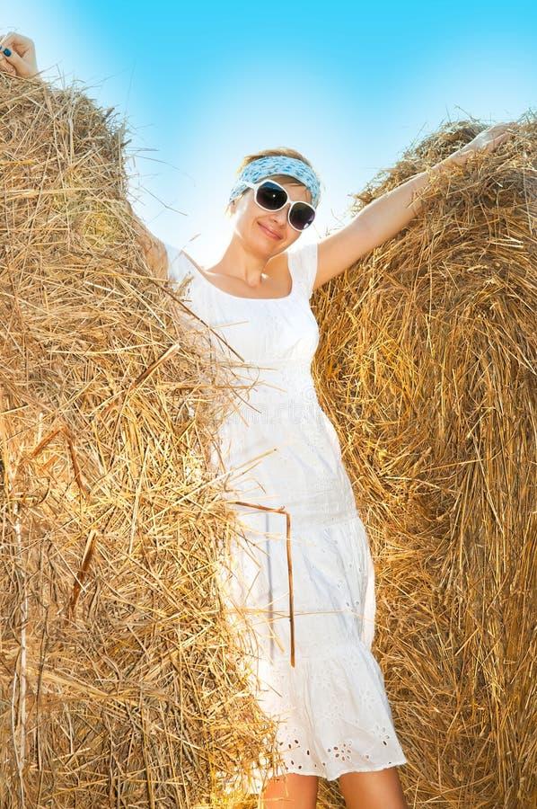 Beau femme dans une robe photos libres de droits
