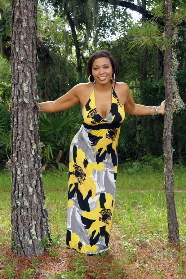 Beau femme multiracial à l'extérieur (2) photos libres de droits