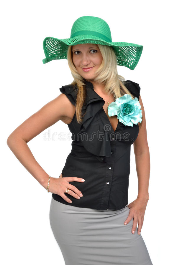 Beau femme utilisant le chapeau vert photographie stock