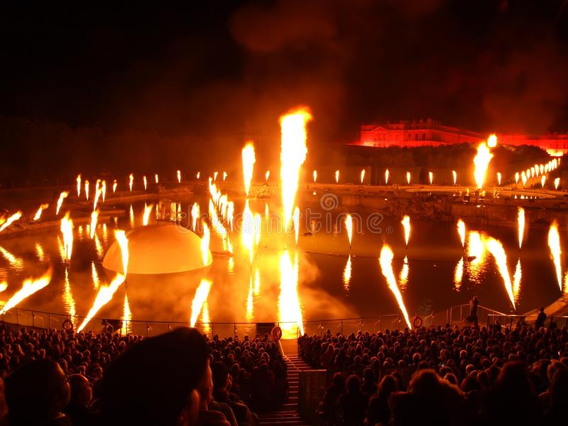Beau feu d'artifice au château de Versailles en France images stock