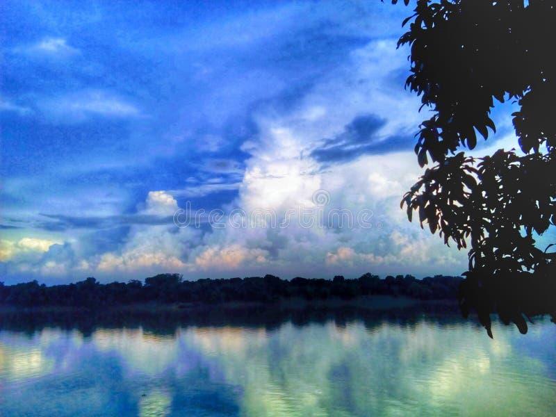 Beau fleuve photographie stock
