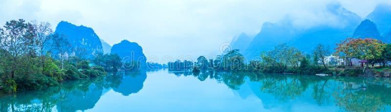 Beau fleuve de yulong photographie stock libre de droits