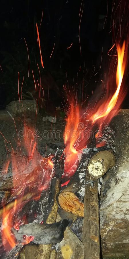 beau fond d'un feu de camp photo stock