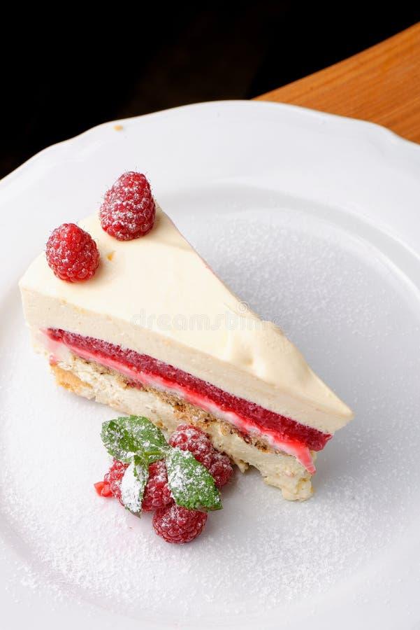 Beau gâteau au fromage savoureux de framboise images libres de droits