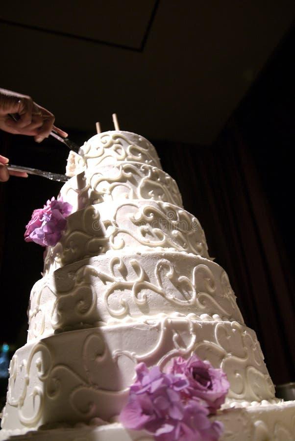 Beau gâteau de mariage à une réception de mariage photos stock