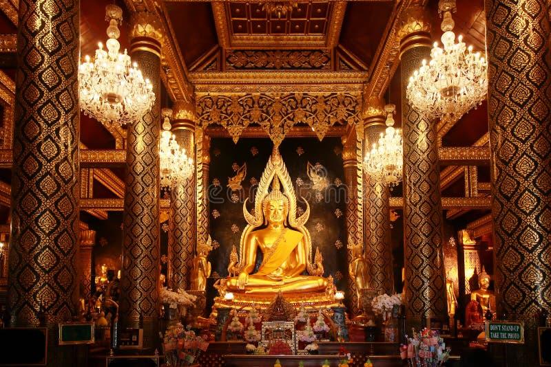 Beau grand nom d'or Phra Phuttha Chinnarat de statue de Bouddha photos stock