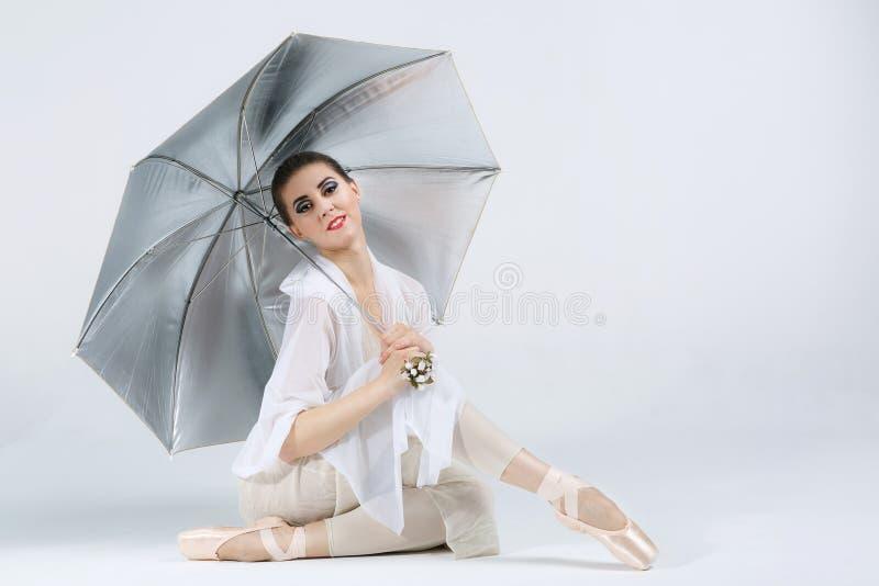 Beau jeune danseur classique image libre de droits
