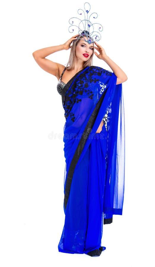 Beau jeune danseur utilisant le costume oriental photo libre de droits