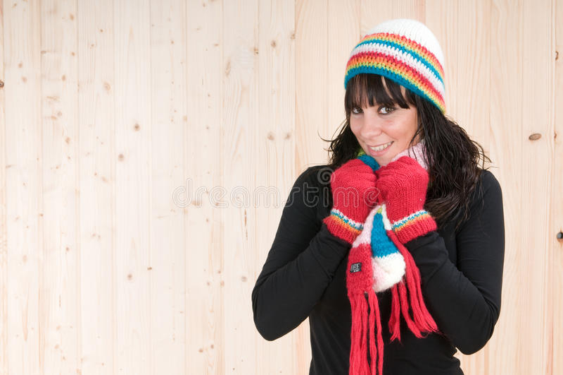 Beau jeune femme avec des vêtements de l'hiver photos libres de droits