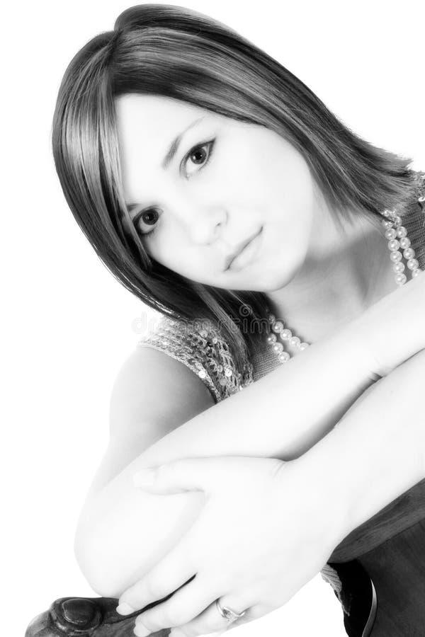 Download Beau Jeune Femme Avec L'expression Sérieuse Photo stock - Image du noir, roux: 732588
