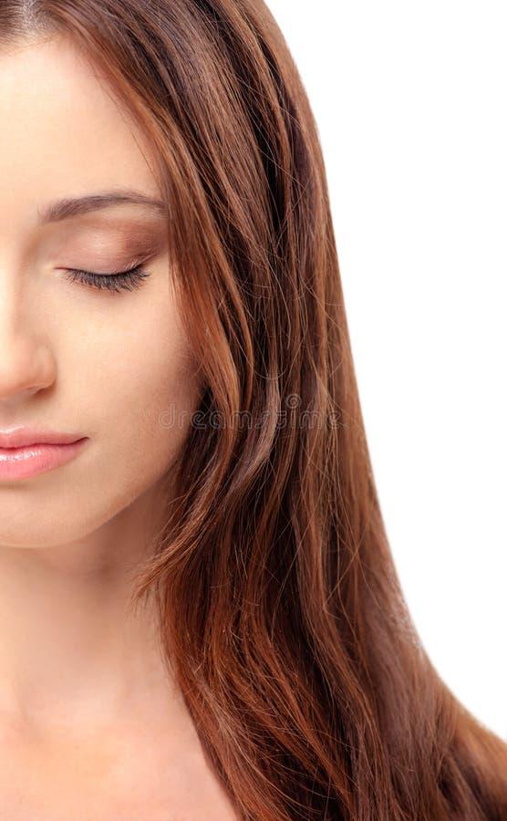 Beau jeune femme avec les yeux fermés image stock