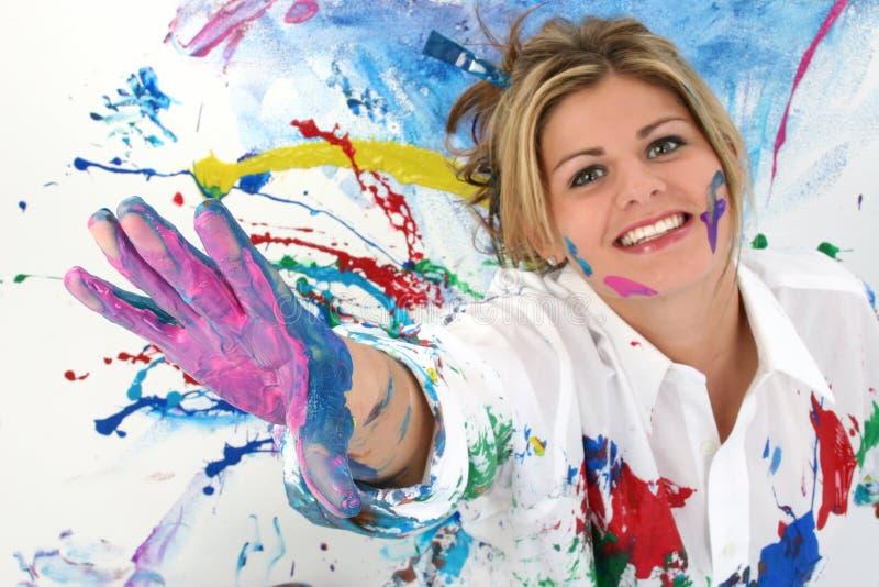 Beau jeune femme couvert en peinture photo libre de droits