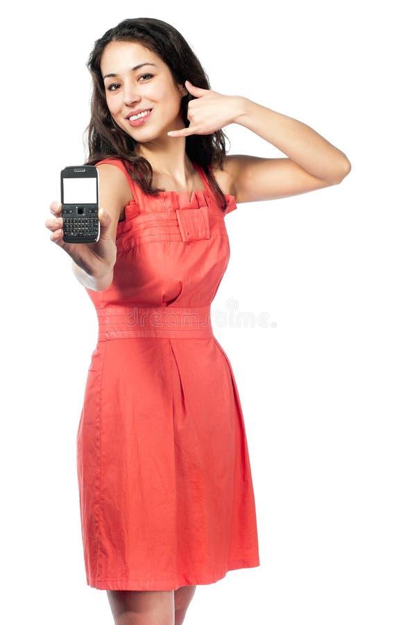 Beau jeune femme dans la robe rouge avec le téléphone photo libre de droits