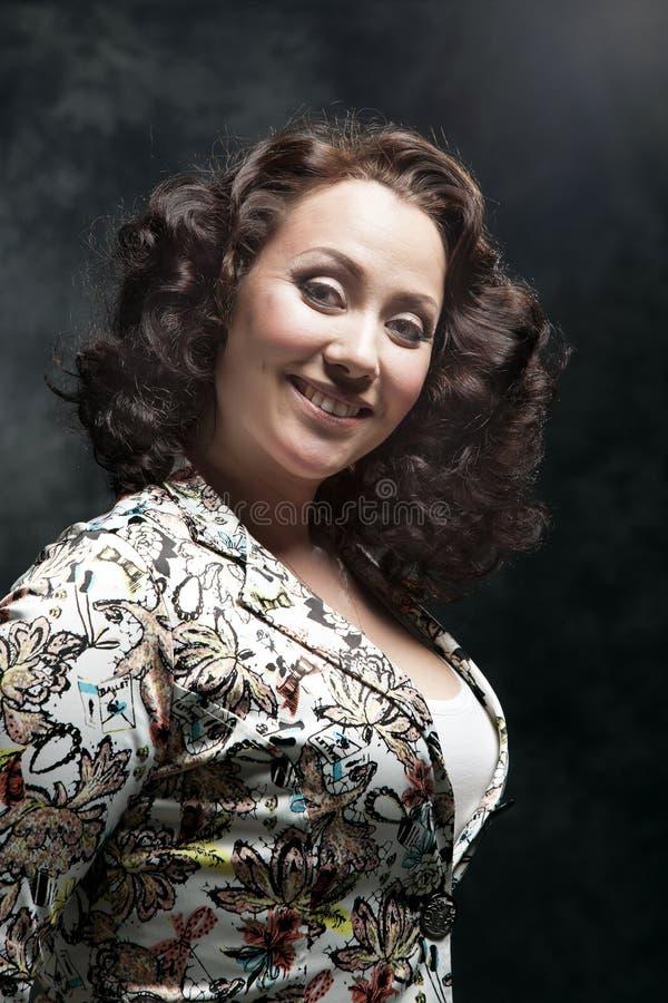 Beau jeune femme posant dans la robe photographie stock