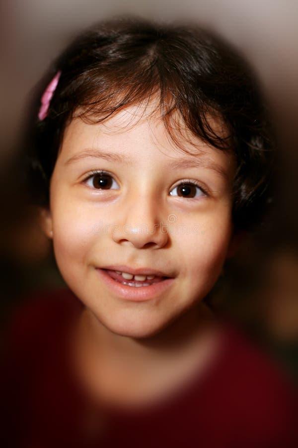 Beau jeune sourire hispanique de fille photographie stock