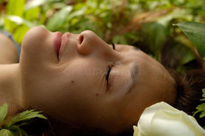 Beau jeune visage Relaxed de femme photos libres de droits