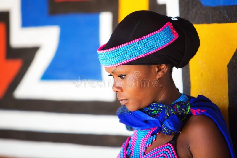 Beau jeune Zulu Tribal Woman photographie stock libre de droits