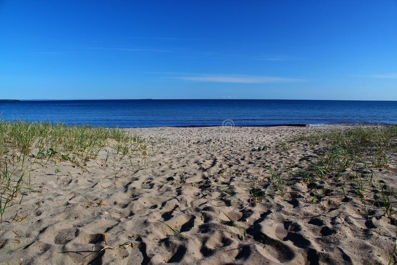 Beau jour à la baie de crêpe sur le lac Supérieur, Ontario, Canada L'espace pour le texte image stock