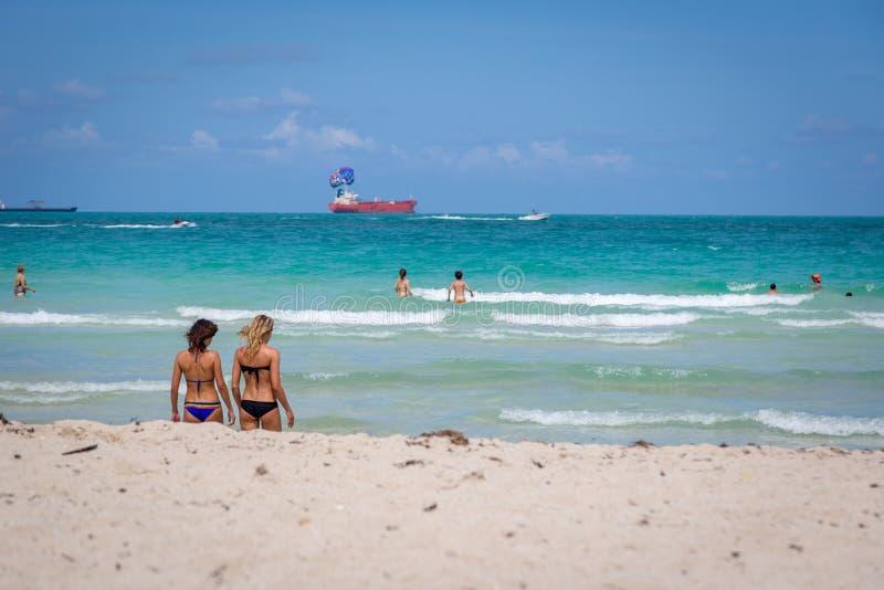 Beau jour de ciel bleu dans la plage de Miami en Floride photographie stock