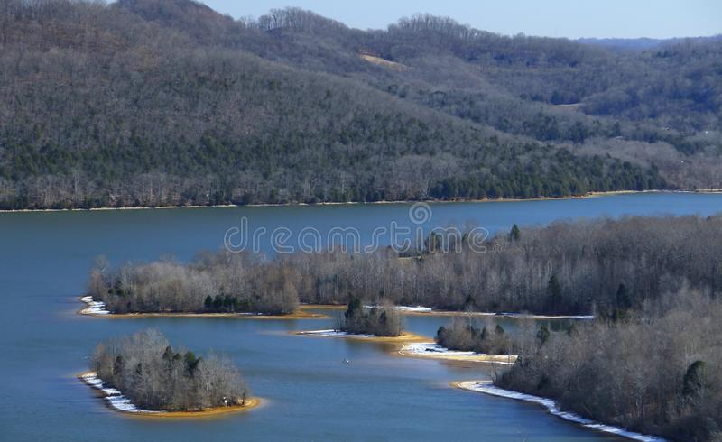 Beau lac de coque de cordell pendant l'hiver images stock