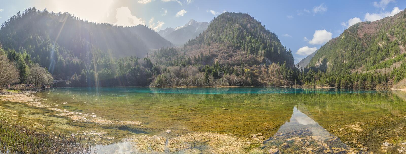 Beau lac en vallée de Jiuzhaigou dans la province de Sichuan, Chine photo stock