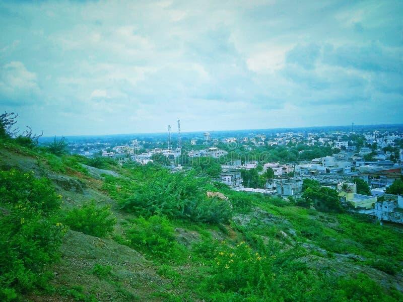 Beau landscap de ville et de montagne images libres de droits