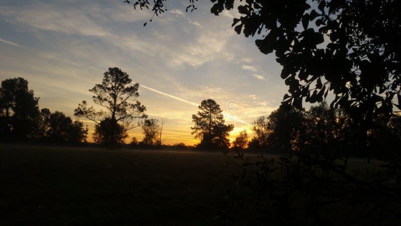 Beau lever de soleil à l'aube avec de diverses couleurs photo libre de droits