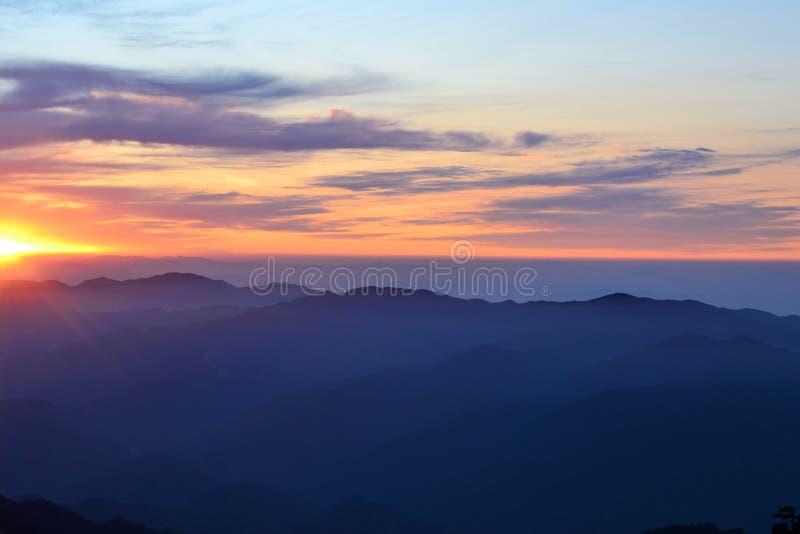 Beau lever de soleil à la montagne jaune de Huangshan dans la province d'Anhui, Chine, paysage asiatique photos libres de droits