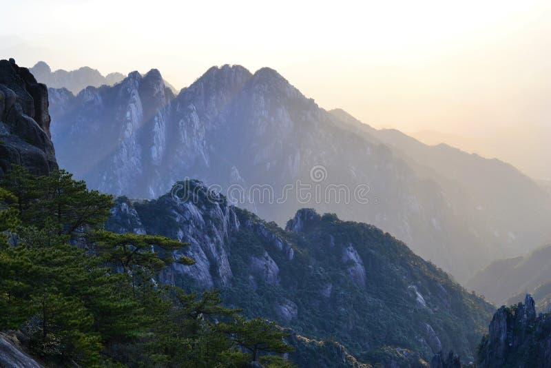 Beau lever de soleil à la montagne jaune de Huangshan dans la province d'Anhui, Chine, paysage asiatique photos stock